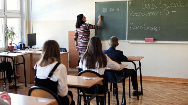 Projekt nowelizacji Karty nauczyciela w Sejmie. Zakłada podwyżki