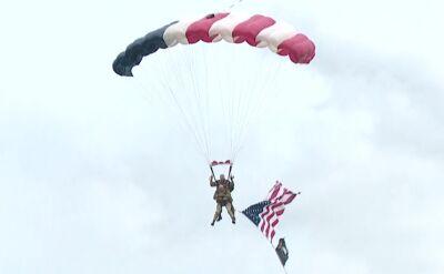 97-letni amerykański weteran skoczył ze spadochronem w 75. rocznicę D-day