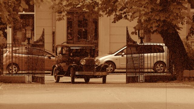 Auta z epoki przejechały przez Poznań. Tak przypomnieli o największej wystawie w Polsce