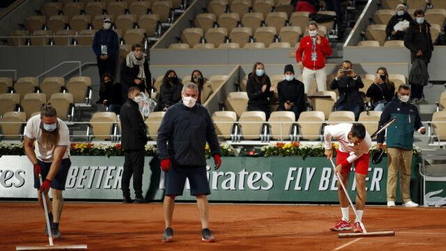 Nawet ulewa nie zatrzymała Djokovicia. Szybko wziął sprawy w swoje ręce