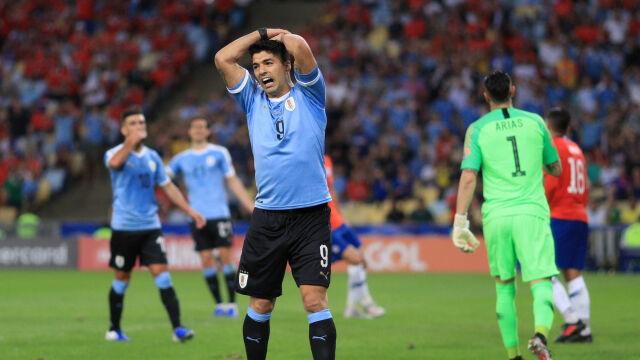 Wyjątkowa próba oszustwa. Bramkarz dotknął piłki ręką, Luis Suarez domagał się karnego