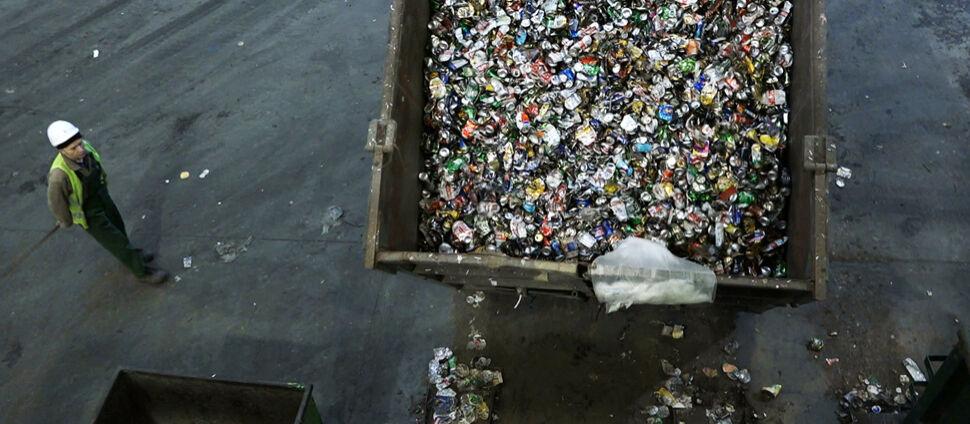Z Niemiec, Wielkiej Brytanii, a nawet Nigerii. Tysiące ton śmieci trafiają do Polski