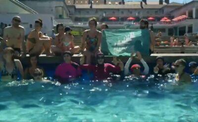 """""""Chciałybyśmy, aby zasady były zmienione"""". Mimo zakazu pojawiły się na basenie w burkini"""