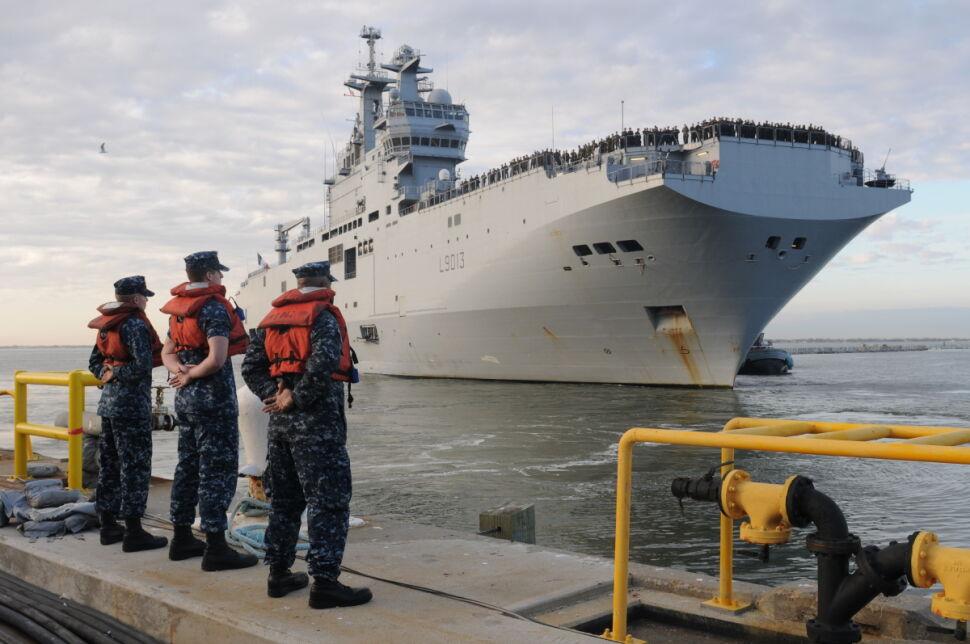 Francja nie zamierza przestać zbroić Rosji
