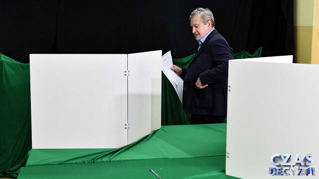 """Gliński przegrywa nie tylko z """"jedynką"""" KO, ale też z kolegą z partii"""