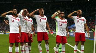 Strzelili gola i znów zasalutowali. Kontrowersyjne świętowanie Turków