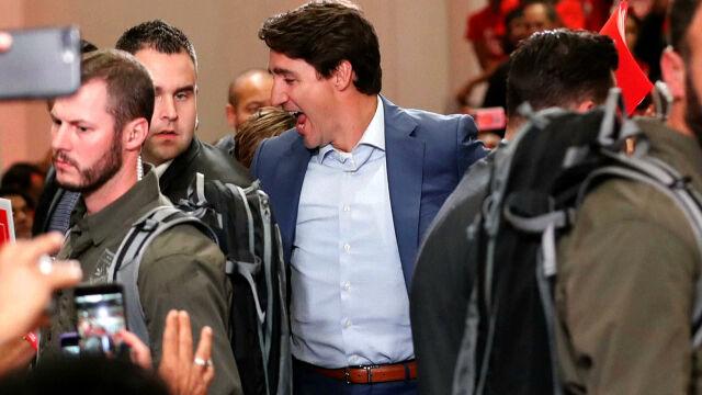Trudeau w kamizelce kuloodpornej.