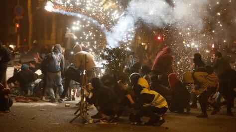 Płonące barykady na ulicach, wielotysięczne marsze. W Katalonii nadal wrze