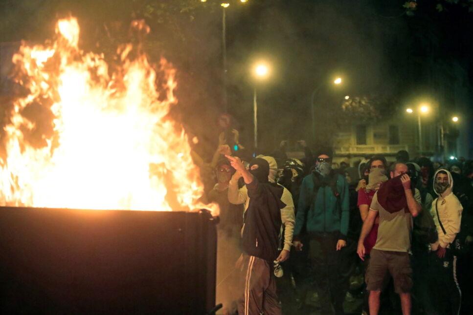 Sobotnie zamieszki w Barcelonie