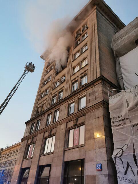 Pożar w kamienicy w centrum Warszawy
