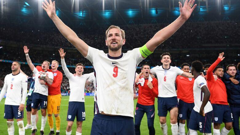 Anglicy przeznaczą premie na cele charytatywne