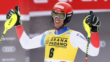 Zenhaeusern królem slalomu w Alta Badia. Polak zdyskwalifikowany