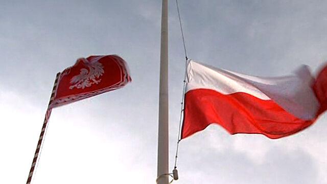 Proporzec prezydenta i flaga Polski załopotały nad Placem Piłsudskiego