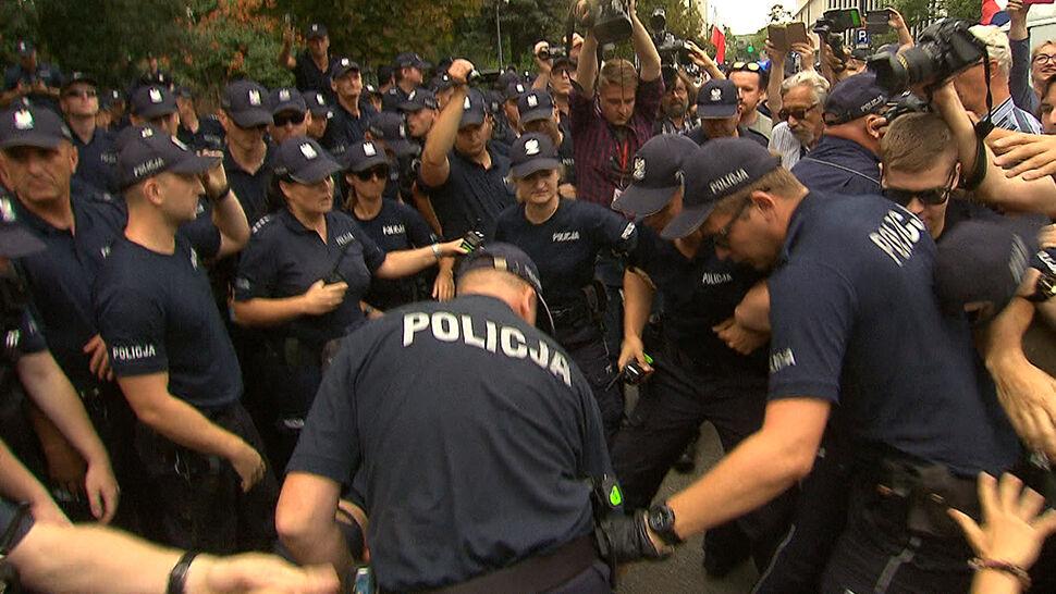 Prokuratura wszczęła śledztwo w sprawie działań policji podczas protestów przed Sejmem