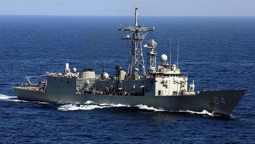 """Duda z Błaszczakiem lecą po fregaty, inny minister """"nie zgadza się"""". Jeden z okrętów Australia zatopi"""