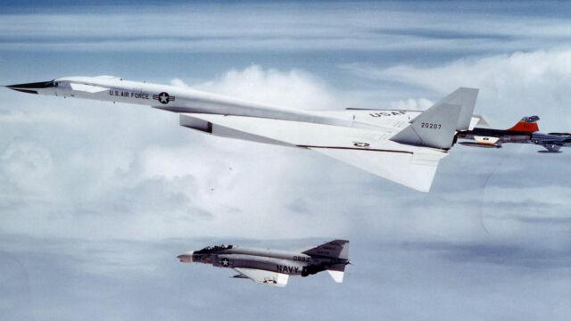 Bombowiec XB-70A Valkyrie