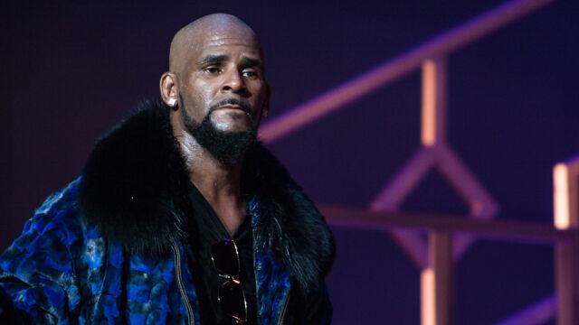 Popularny piosenkarz usłyszał 10 zarzutów. Śledczy mają nagranie