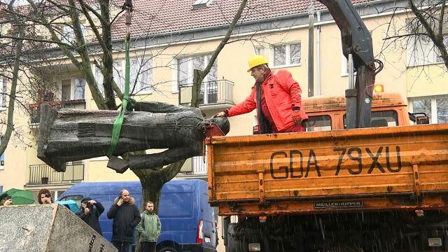 Po pomnik księdza Jankowskiego przyjechały podnośniki. Doszło do awantury