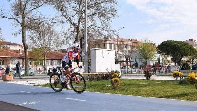 Sprint w Bursie dla Ewana, Bennett wciąż liderem w Turcji