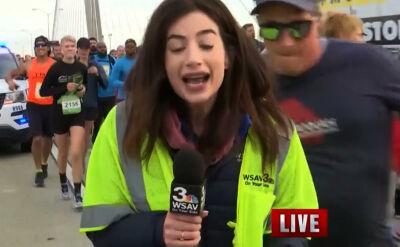 Klepnął reporterkę w czasie biegu. Usłyszał zarzuty