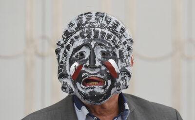 Jan Rulewski wystąpił w Senacie w greckiej masce