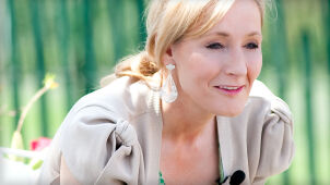 J.K. Rowling napisała kolejną baśń. Na urodzinowej sukience