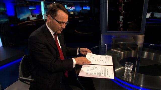 Zobacz, co podpisali. Sikorski pokazuje oryginał porozumienia (wideo z 21 lutego)