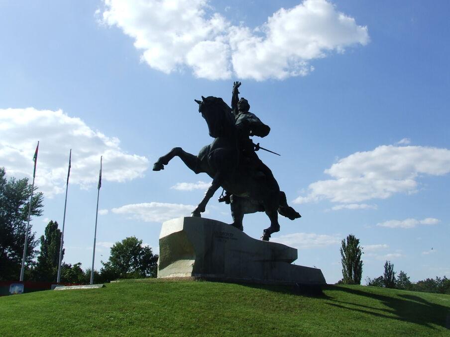 Pomnik Aleksandra Suworowa w Tyraspolu. Rosyjski generał był założycielem stolicy Naddniestrza