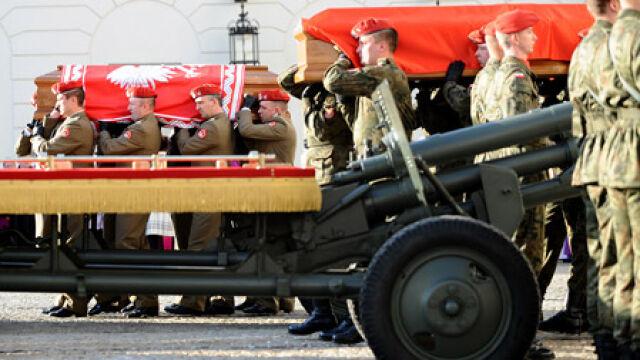 Przejście konduktu pogrzebowego pary prezydenckiej