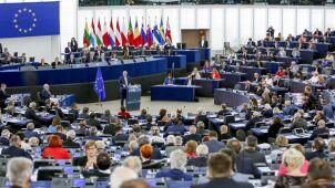 Juncker konsultował przemówienie z Merkel.