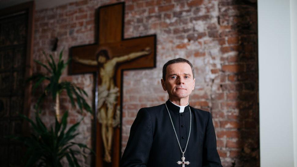 Biskup Milewski: w polskim Kościele są księża homoseksualiści, nie powinno ich być