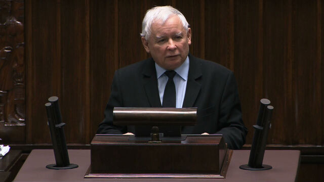 First, there was an ovation, then Kaczyński spoke