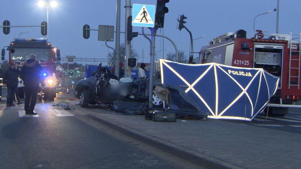 W Gdyni samochód uderzył w słup. Nie żyje trzech młodych mężczyzn