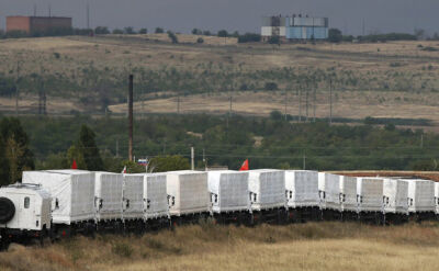 """Ciężarówki z """"białego konwoju"""" na ukraińskiej granicy"""