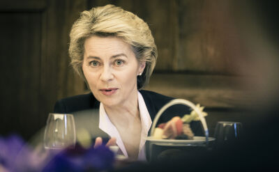 Von der Leyen wzywa liderów PE do przyśpieszenia procesu powołania jej Komisji