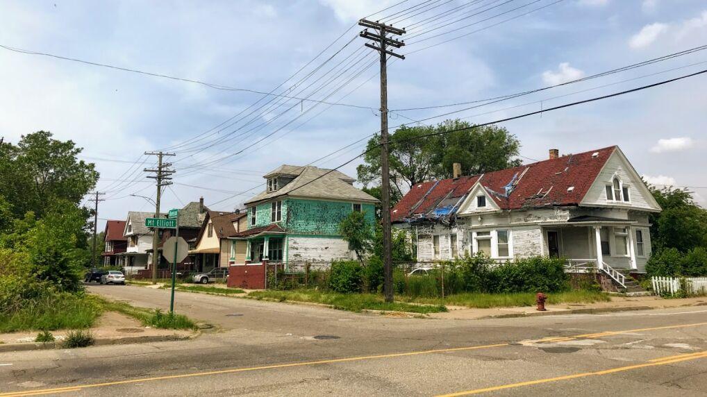 Opuszczone budynki w mieście