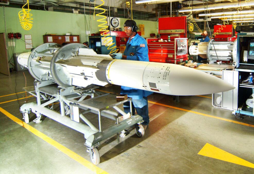 Rakieta SM-2 w fabryce. To obecnie podstawowe uzbrojenie przeciwlotnicze średniego i dalekiego zasięgu floty USA