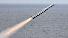Start rakiety ESSM. To stosunkowo nowy pocisk, przeznaczony głównie do obrony na średnim i krótkim dystansie przed rakietami oraz samolotami