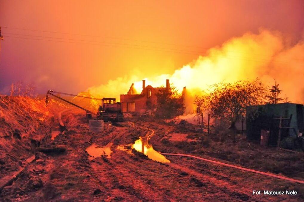 Płomienie widać było wiele kilometrów od epicentrum