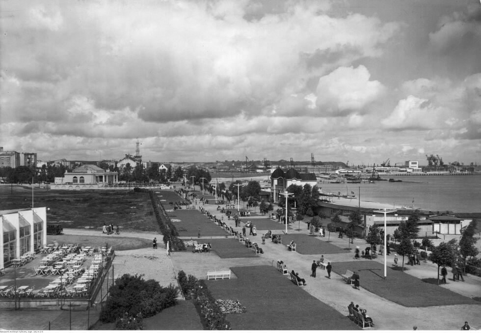 """Album """"100x100"""": Gdynia, 1919-1938 (sygn. 131-A-1-6) - 395 polubień"""
