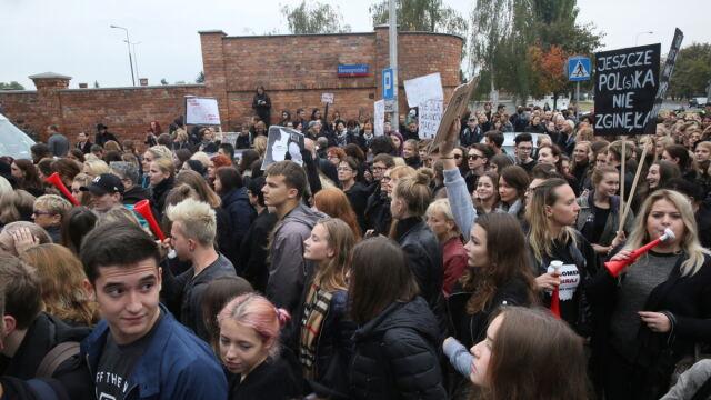 Czarny Poniedziałek w Warszawie. Protest pod siedzibą PiS