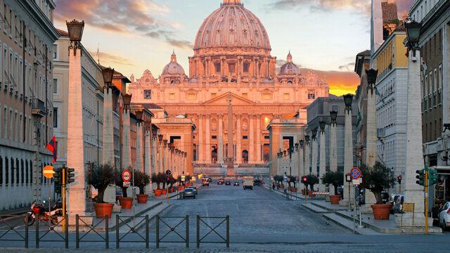 """""""Droga krzyżowa"""" obnaża tajemnice Watykanu. """"Kasa się nie zgadza, trzeba ją uporządkować"""""""