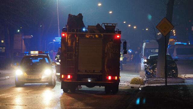 Prokuratura: samochód uderzył w drzewo najmniej wzmocnioną częścią