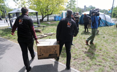 Namioty przed ministerstwem. Pracownicy prokuratur i sądów domagają się podwyżek