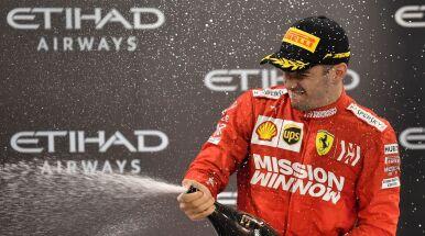 Rządzi w wirtualnej F1, brakuje mu szampana.