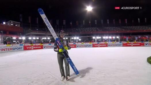Skok Karpiel z 2. serii konkursu drużyn mieszanych w MŚ