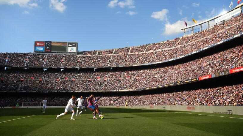 """Jeden mecz i miliony dochodu Barcelony. """"Sportowa porażka, ekonomiczna radość"""""""