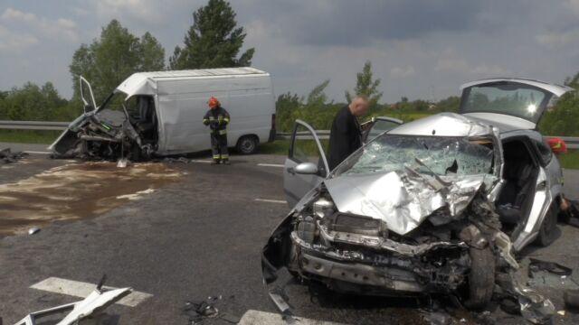 Czołowe zderzenie w trakcie wyprzedzania. 26-letni kierowca zginął na miejscu