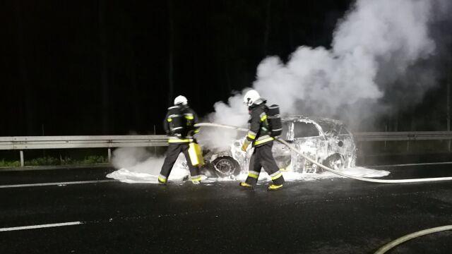Radiowóz stanął w ogniu, policjanci ratowali się ucieczką