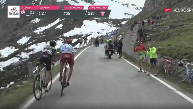 """Blisko tragedii na górskim etapie Giro. """"Dobrze, że nie wpadł w przepaść"""""""